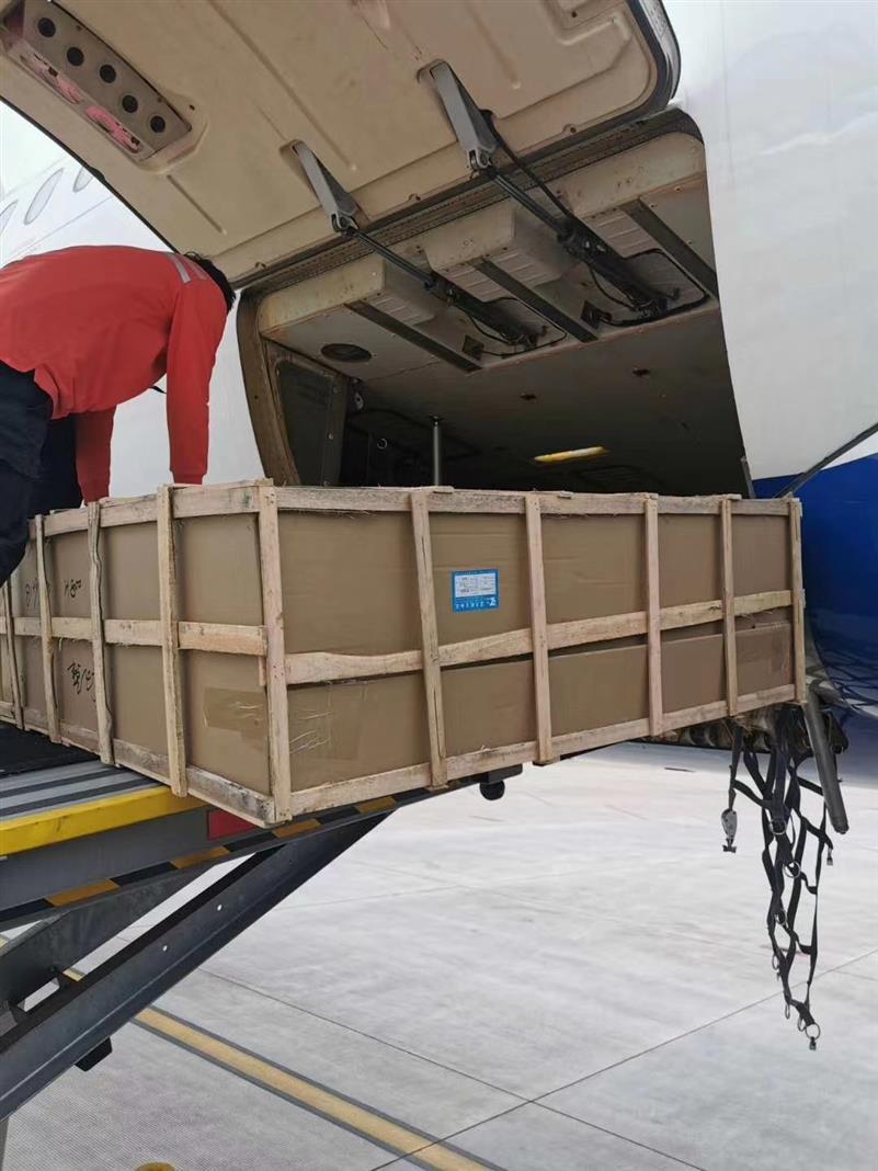 上海灯具空运 美容仪器空运价格 配备专业装卸设备