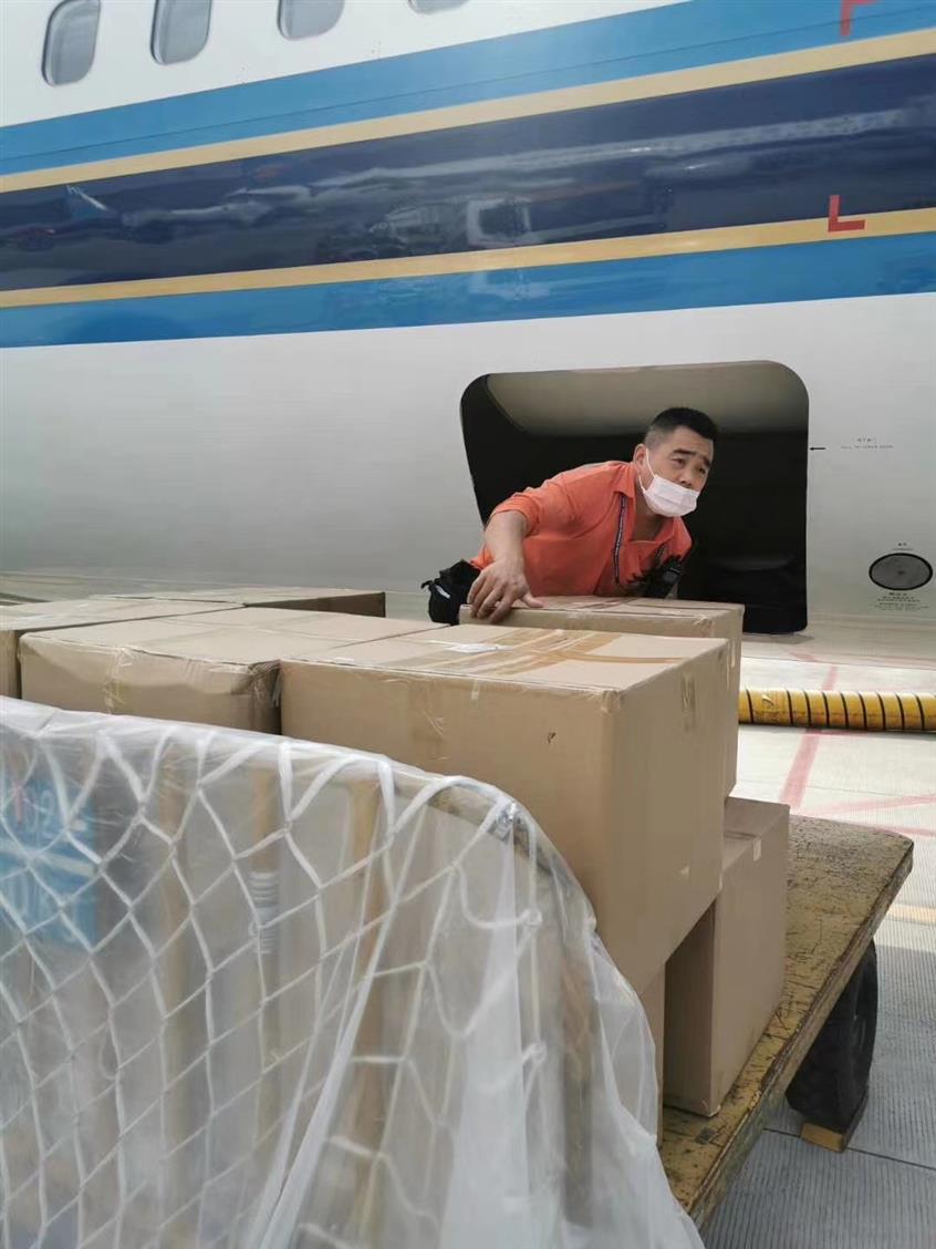 敦煌机场托运 服装鞋包空运 舱位有保障